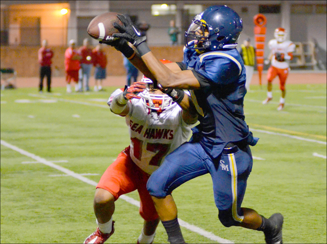 Samohi's Jason King makes a catch against Redondo Union earlier this season. (Paul Alvarez Jr. news@smdp.com)