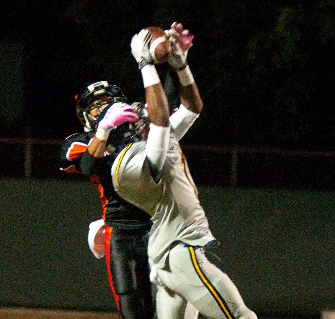 Sebastian LaRue makes a catch against Beverly Hills last season. (File photo)