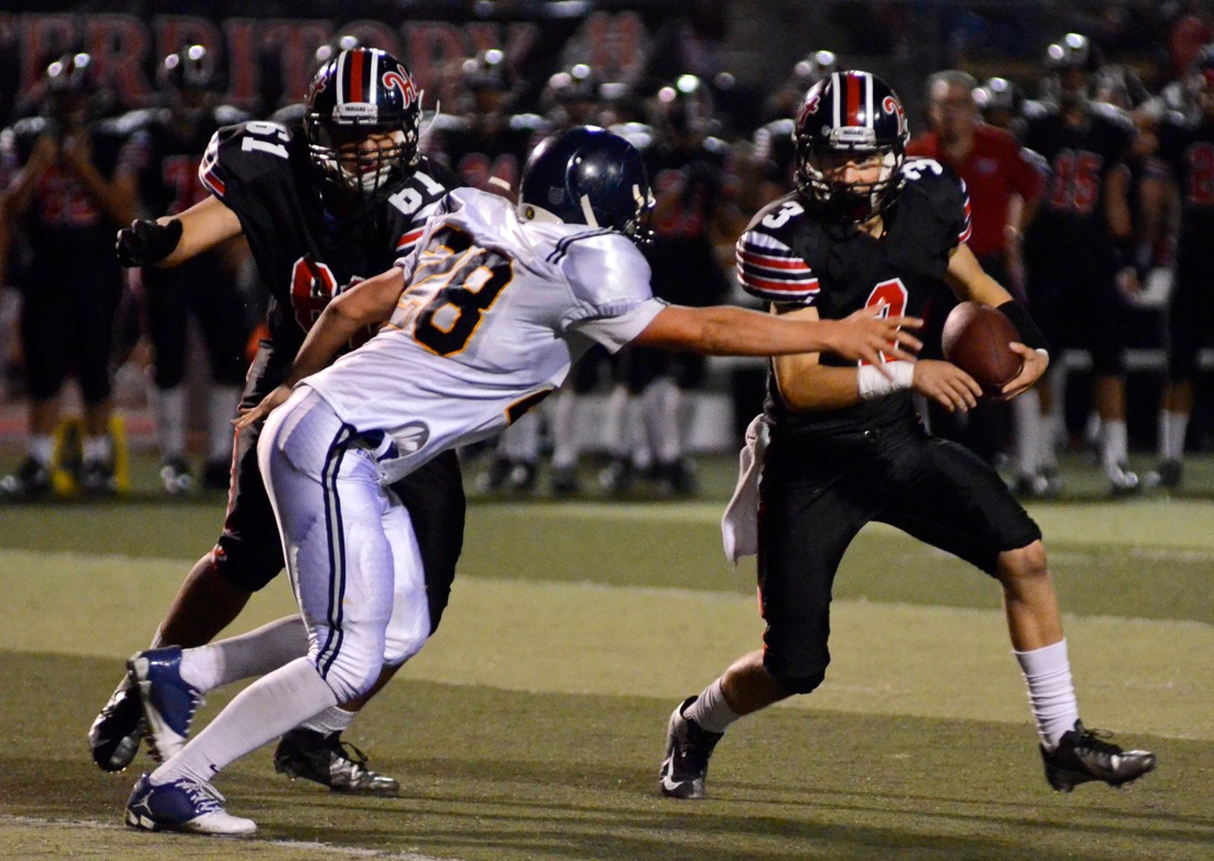Hart's Chase White runs for a gain against Samohi's defense on Friday. (Photo by Paul Alvarez Jr.)