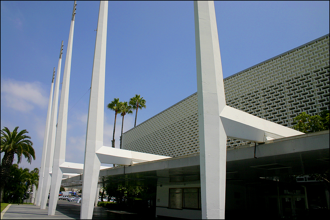 Santa Monica Civic Auditorium (Photo by Daniel Archuleta)