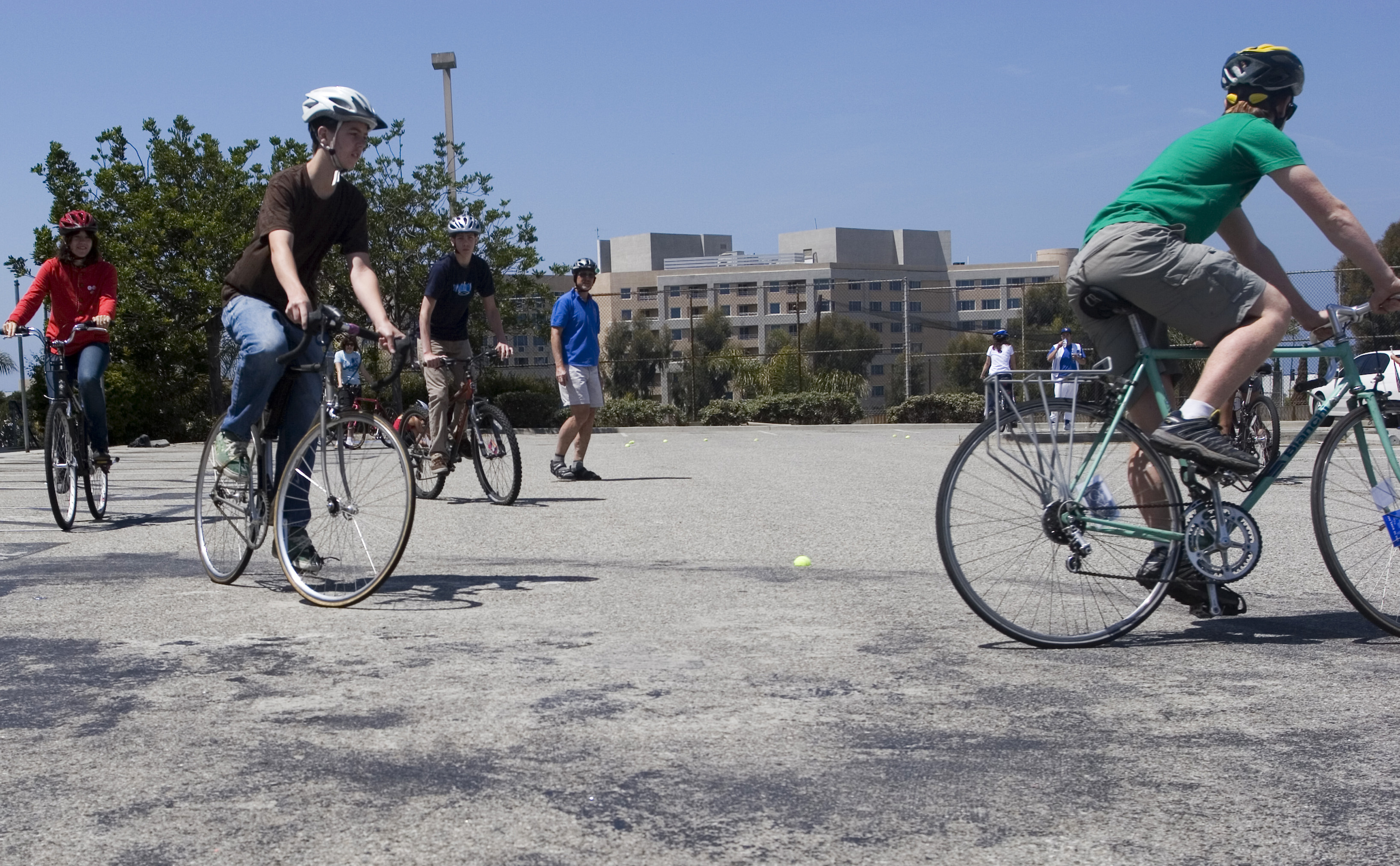 Students at Santa Monica High School learn how to ride bikes safely during a tutorial in 2008. (File photo)