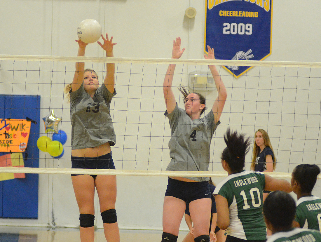 Samohi girls' volleyball begins the playoffs on Tuesday against Palmdale. (Photo by Paul Alvarez Jr.)