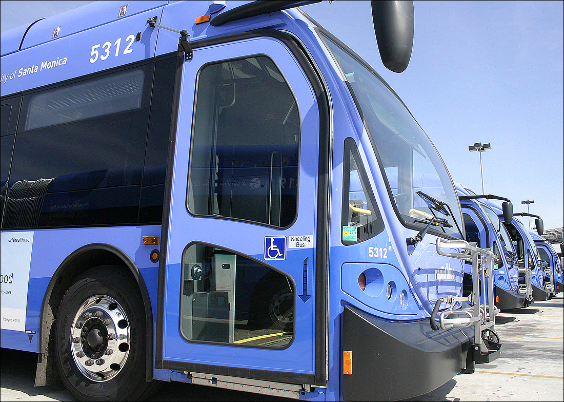 Big Blue Bus is in the process of leasing tires for its coaches. (Photo by Daniel Archuleta)