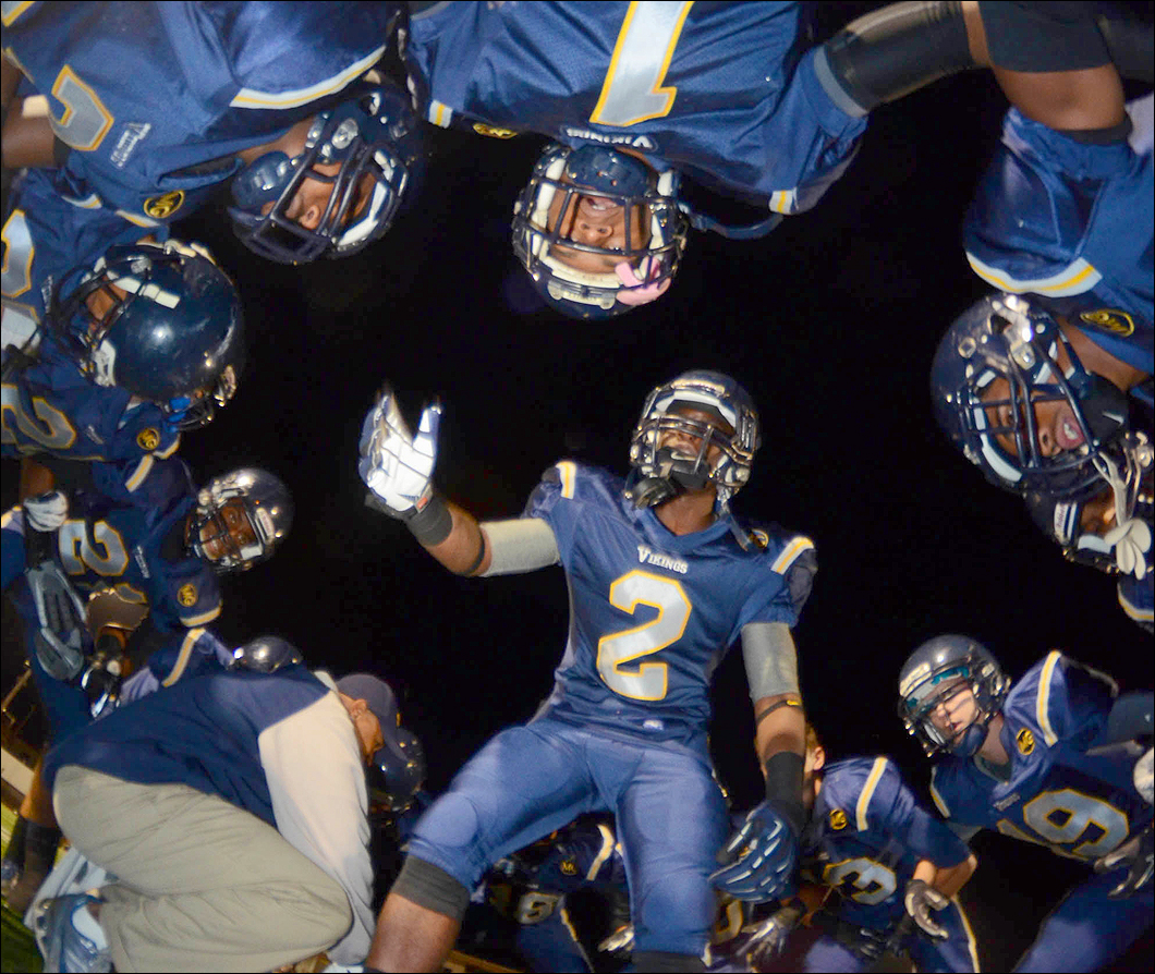 Samohi's football team prepares for last week's playoff game against Templeton. (Photo by Paul Alvarez Jr.)