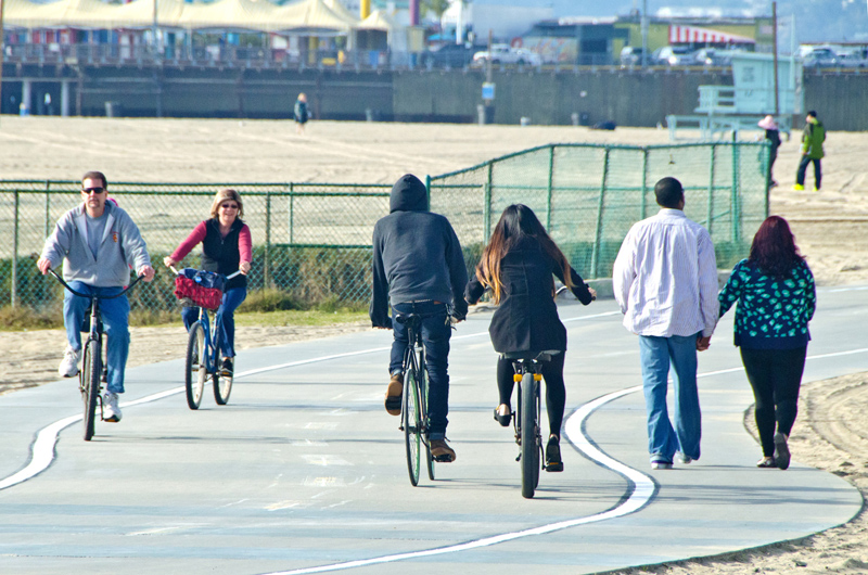 Check out the new lanes on the Santa Monica Bike Path. The new lanes are being installed to accommodate pedestrians. The lanes will run throughout the entire bike path along Santa Monica Beach. (Photo courtesy Fabian Lewkowicz)