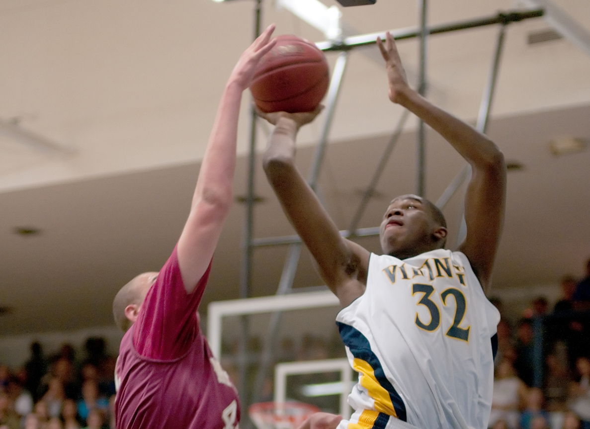 Samohi's Chris Smith (right) gets a shot over Mission Hills' Kameron Rooks on Tuesday. (Photo by Morgan Genser)