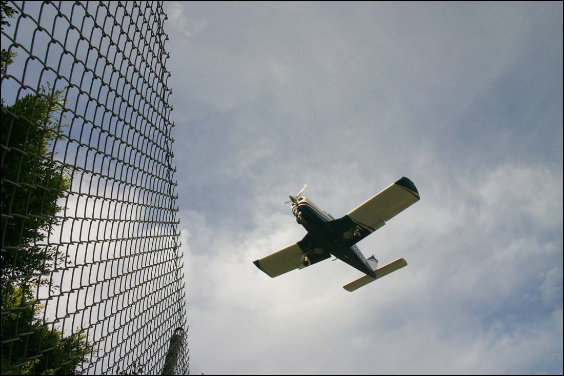 A plane comes in for a landing at Santa Monica Airport. (File photo)