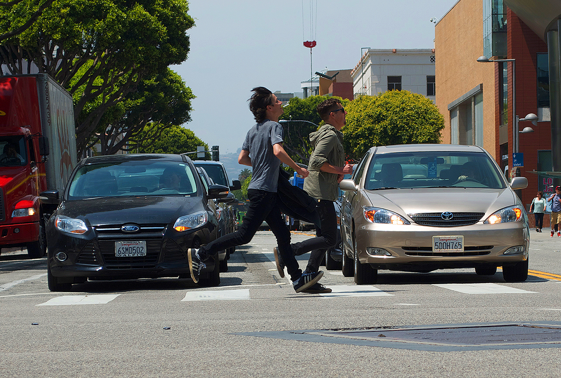 Pedestrians run across the crosswalk on Colorado Avenue and Second Street on Thursday afternoon. (Photo by Paul Alvarez Jr.)