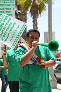 Health workers strike outside of Santa Monica-UCLA Medical Center on Tuesday. (Photo by Daniel Archuleta)