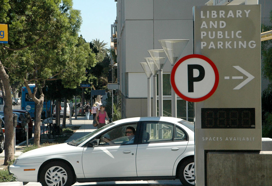 PARK IT: The City Council approved energy-saving measures for the Main Library parking lot. (Fabian Lewkowicz FabianLewkowicz.com)