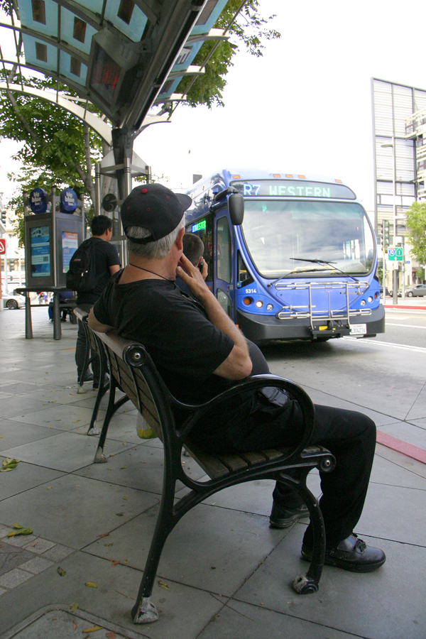 A man waits for a Big Blue Bus at the corner of Broadway and Fourth Street on Monday. (Photo by Daniel Archuleta)