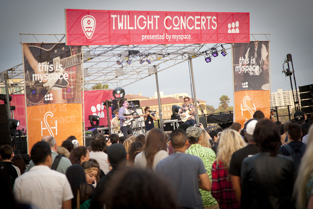 A crowd gathers for a Twilight Concert Series show on the Santa Monica Pier this summer. (File photo)