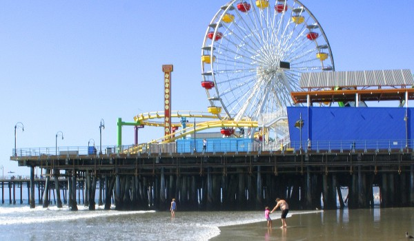 City officials are trying to determine what is causing bacteria levels in the waters off the Santa Monica Pier to rise. (File photo)
