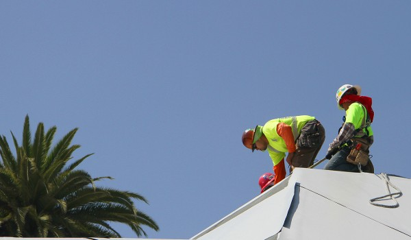 A construction crew works on the roof of the forthcoming Pico Library on Thursday. (Daniel Archuleta daniela@smdp.com)