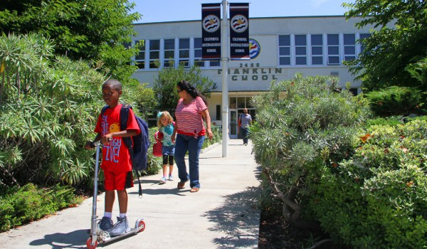 Students leave Franklin Elementary School on the first day of classes. (Daniel Archuleta daniela@smdp.com)
