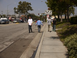 Santa Monica Business Park workers have to go into the street because of narrow sidewalks (Photo courtesy Linda Jassim)