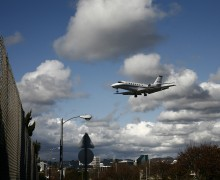 A plane approaches Santa Monica Airport. (File photo)