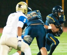 Samohi's Ryan Chamberlain runs the ball against Channel Islands last week. (Morgan Genser editor@smdp.com