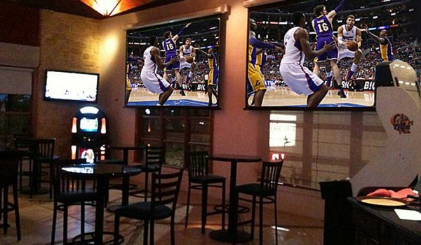 Lonely Laker night, but take heart fans, there's hope. (Photo courtesy Cary Shulman)