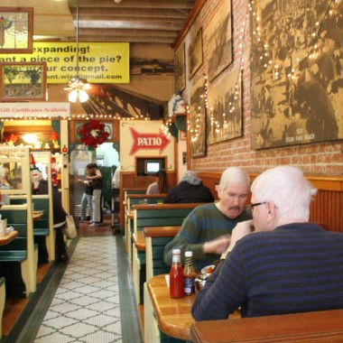 The Omelette Parlor features classic photos from Santa Monica's past. The Main Street restaurant, a staple for 37 years, is now, too, history.  (David Mark Simpson dave@smdp.com)