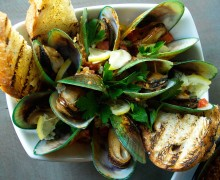 FRESH AND CLEAN: New Zealand green mussels with spicy butter, chorizo and blue cheese. (Photo courtesy Maggie Louie)