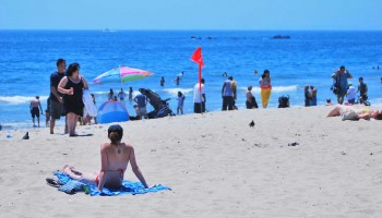 THE SPOT: Tourists and locals seek cool waters at the beach to fight the heat. (File photo)