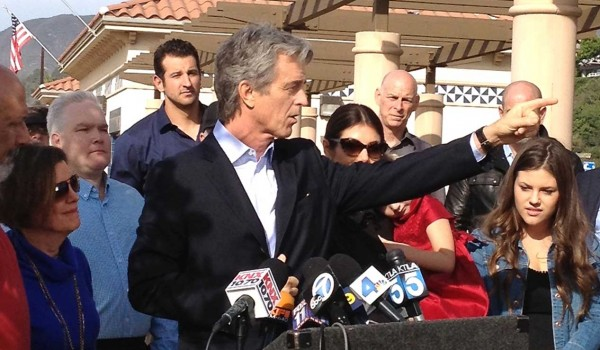 ON THE STUMP: Former Santa Monica Mayor Bobby Shriver announcing his candidacy for Los Angeles County supervisor. (Photo courtesy Sarah Dusseault)