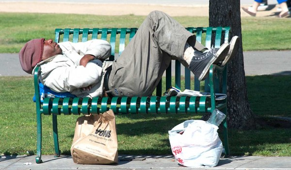 A homeless man sleeps on a bench in Palisades Park on Monday. A recent count has the number of homeless on the decline. (Paul Alvarez Jr. editor@smdp.com)