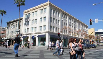 The Junipher Building on the Third Street Promenade was recently named a landmark. (Daniel Archuleta daniela@smdp.com)