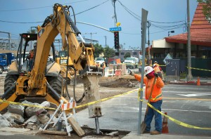 Works install tracks at the intersection of Colorado Avenue and Lincoln Boulevard last week. (Paul Alvarez Jr.)