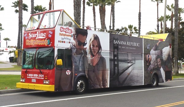 BUS STOP: A double-decker brings tourists to Santa Monica. (Photo courtesy Bruno Marcotulli)