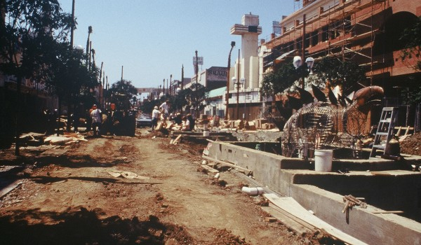 DESTINATION IN THE MAKING: A flashback to when the Third Street Promenade was under construction 25 years ago. (Photo courtesy Downtown Santa Monica Inc.)