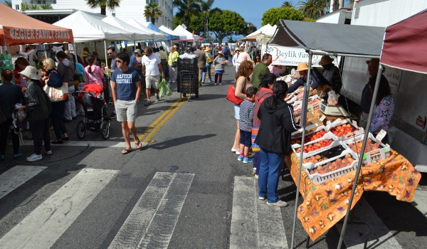 Santa Monica's Farmers' Markets are poised to add vendors. (Matthew Hall matt@smdp.com)