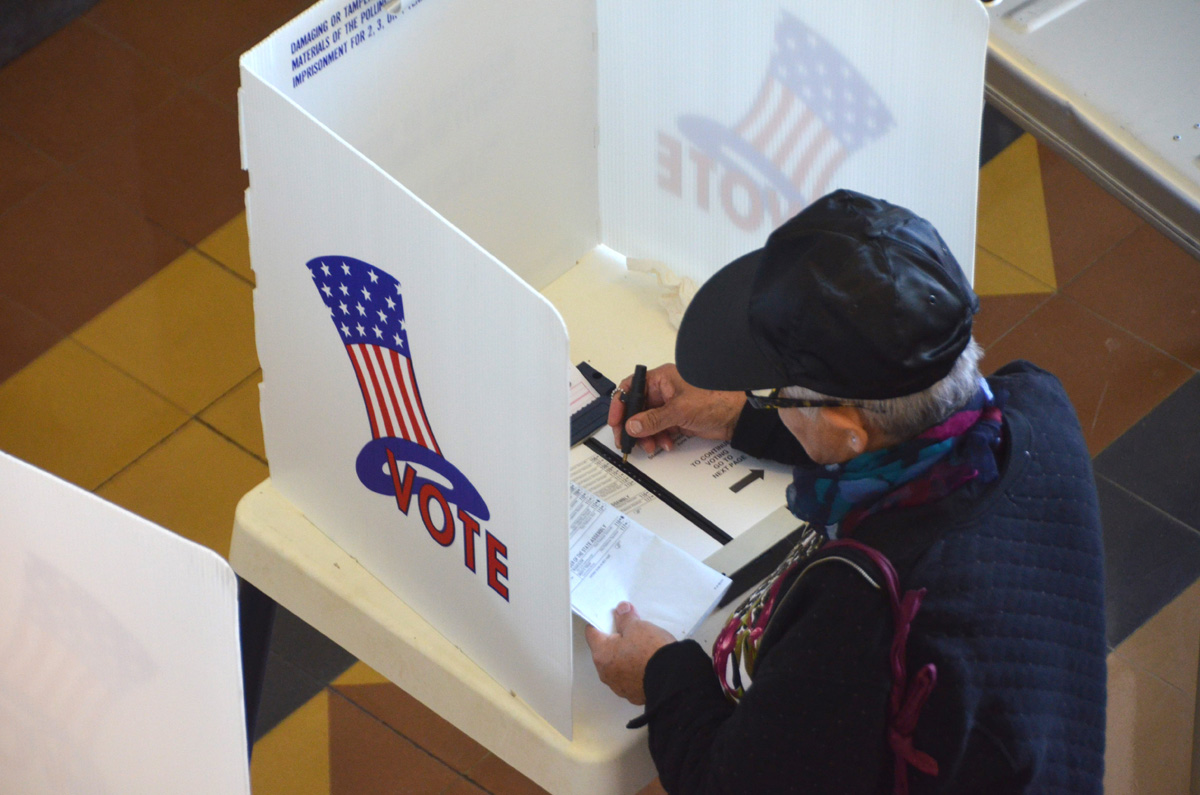 A voter casts a ballot at City Hall on Tuesday. (Fabian Lewkowicz)