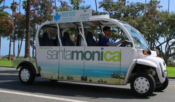 A Santa Monica Free Ride  shuttle roles down Ocean Avenue. (Daniel Archuleta)